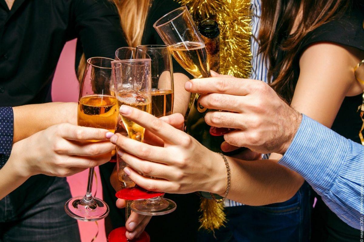 Was Sie bei einer Weihnachtsfeier in der Firma alles beachten müssen